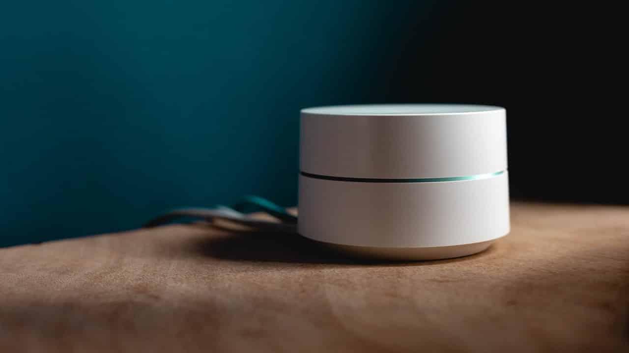 white-speaker-on-surface-1054554